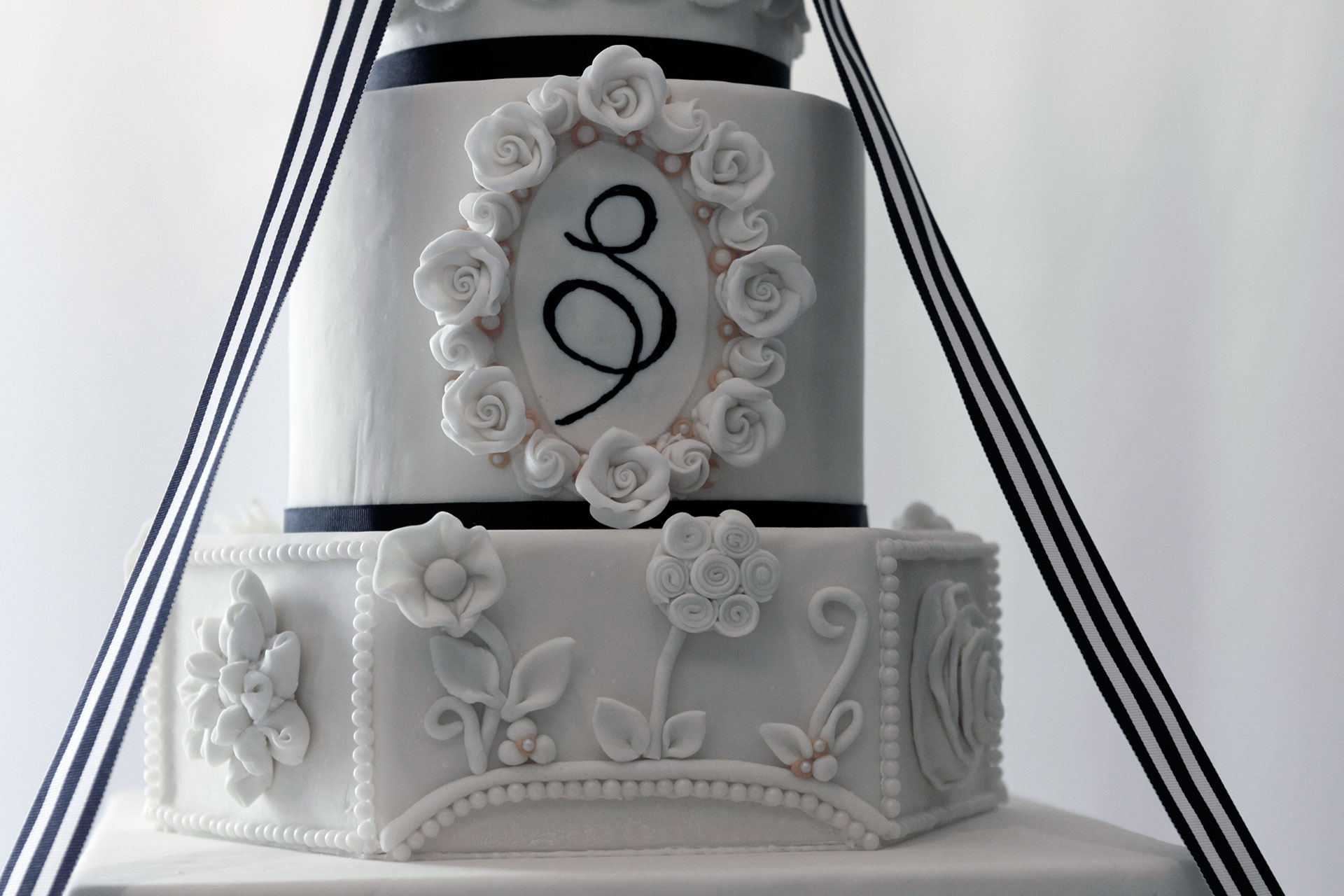 Sheridan-Remnant-Fellowship-Wedding-Cake