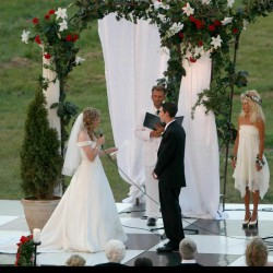 Summer Wedding Chuppah | White Paneling Linen and Red Roses