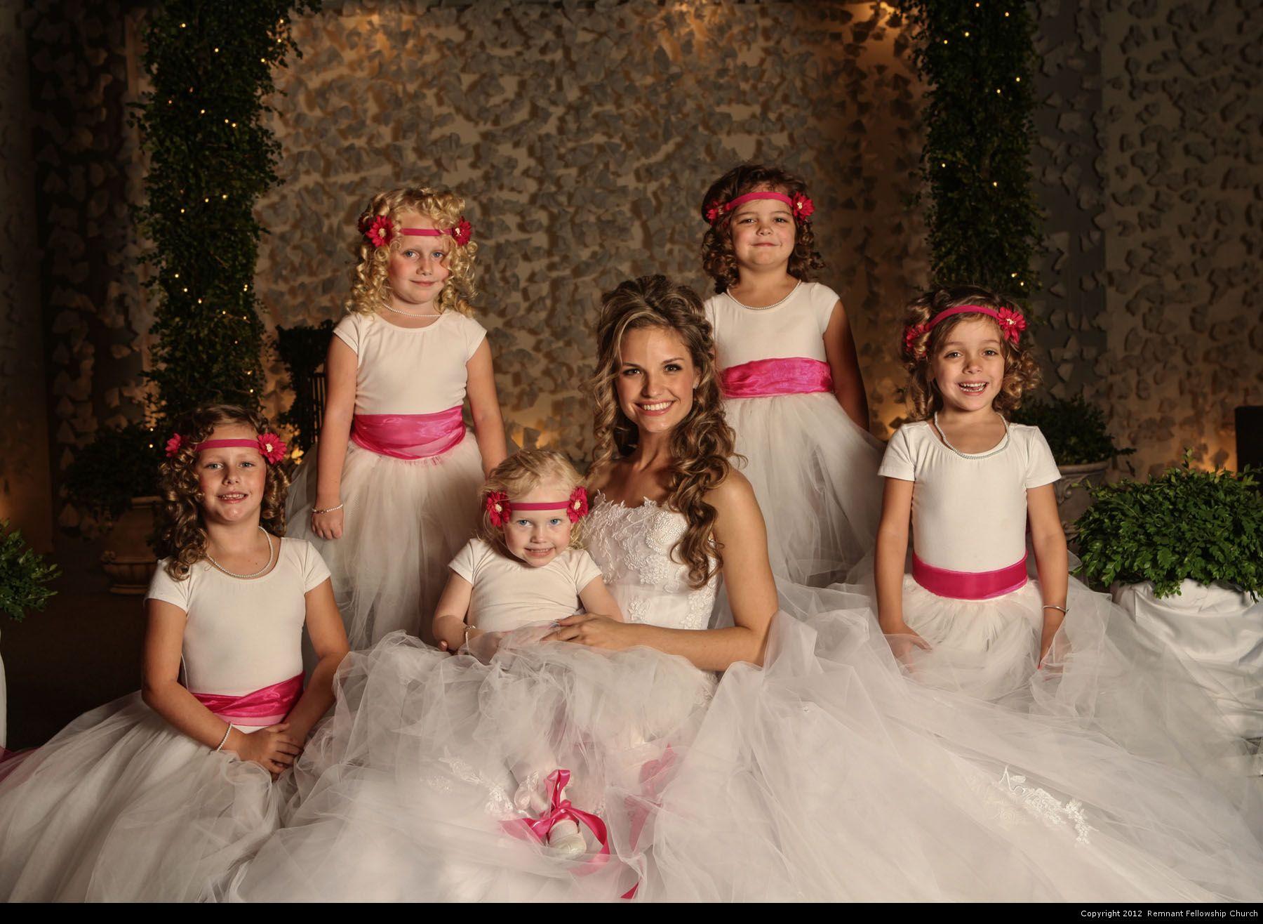 Homonnay Wedding - Bride with Flower Girls